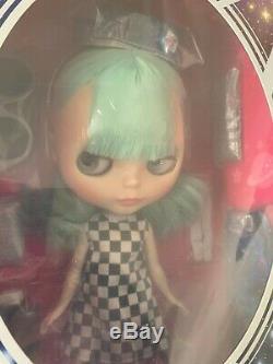 Blythe Doll UFO A Go-Go Takara Tomy Neo Blythe 2016