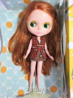 Neo Blythe doll Takara Tomy Blythe Very Inspired Dubai Bow Wow Poncho rare