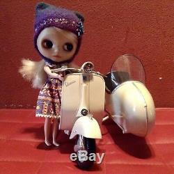 Takara Neo Blythe 1/6 Doll Moto Vespa Sidecar