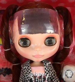Takara Tomy Neo Blythe Ultimate Tour Doll Momolita Collaboration